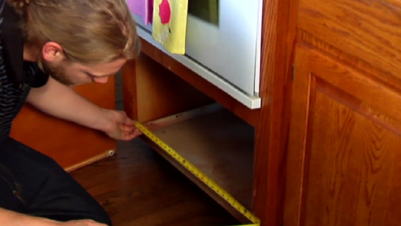 Learn to measure your drawer boxes using measuring tape